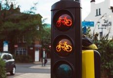 Trafikljus för orange cyklar som är röda och royaltyfri bild