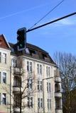 Trafikljus och vithus Fotografering för Bildbyråer