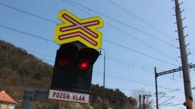 Trafikljus på en jämn korsning lager videofilmer