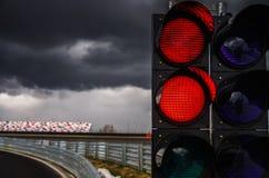 Trafikljus på loppspår Arkivfoton