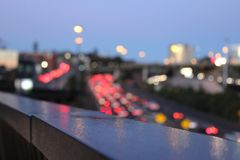Trafikljus på vägen, ut ur fokuseffekt i Nya Zeeland Fotografering för Bildbyråer