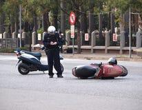 Trafikolycka som gäller en sparkcykel Royaltyfri Bild