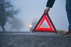 Trafikproblem i tjock dimma royaltyfri fotografi