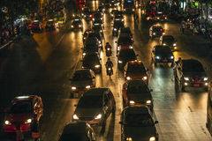 Trafikstockning i Bangkok på natten Royaltyfri Bild