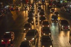 Trafikstockning i Bangkok vid natt Royaltyfri Foto