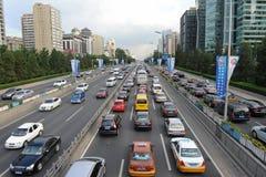 Trafikstockning i Beijings centralt affärsområde royaltyfri bild
