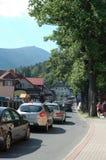 Trafikstockning i den Karpacz staden Royaltyfria Bilder