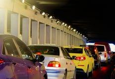 Trafikstockning i en stads- tunnel Royaltyfri Bild
