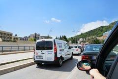Trafikstockning i en väg från stång till Budva Fotografering för Bildbyråer