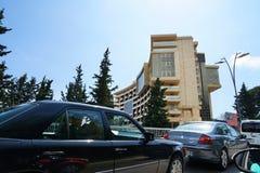 Trafikstockning i en väg från stång till Budva Royaltyfria Bilder