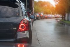 Trafikstockning med rad av bilar fotografering för bildbyråer