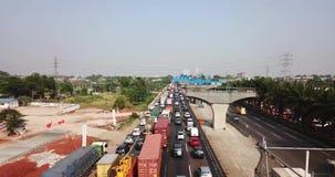 Trafikstockning- och Jakarta-Cikampek vägprojekt lager videofilmer