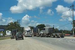 Trafikstockning på öst för väg 32 av puertolimon, Costa Rica Royaltyfria Foton
