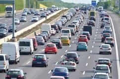 Trafikstockning på den tyska huvudvägen Arkivfoto