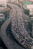 Trafikstockning på den uttryckliga vägen Bangkok Fotografering för Bildbyråer