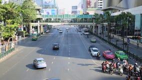 Trafikstockning på det Centralworld området, Januari 19,2015 i Bangkok, Thailand stock video