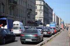 Trafikstockning på Fontanka kanalinvallning Arkivfoto
