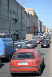 Trafikstockning på Fontanka kanalinvallning Royaltyfria Bilder