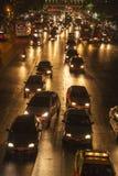 Trafikstockning på huvudvägen i Bangkok på natten Arkivbilder