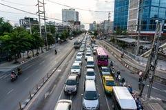 Trafikstockning på ladpraovägen, Bangkok Fotografering för Bildbyråer