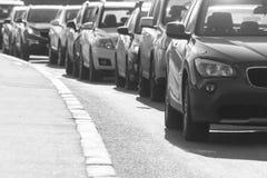 Trafikstockning på landsvägen, svartvit bild Arkivfoton