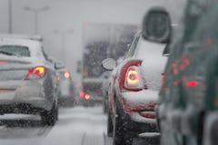 Trafikstockning som orsakas av tungt snöfall royaltyfri fotografi