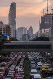 Trafikstockningar på Phaya thailändsk Rd royaltyfria foton