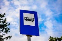 Trafiktecken för bussstation Arkivfoton