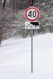 Trafiktecken för maximal hastighet 40 km per timme Arkivfoto