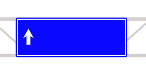 Trafiktecknet rekommenderar på till vägen Arkivbild