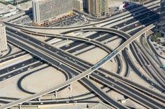 Trafikutbyte Dubai arkivbilder