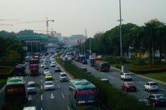 Trafique el paisaje en la sección de Shenzhen del camino del nacional 107 Imágenes de archivo libres de regalías