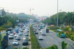 Trafique el paisaje en la sección de Shenzhen del camino del nacional 107 Fotografía de archivo libre de regalías