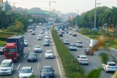 Trafique el paisaje en la sección de Shenzhen del camino del nacional 107 Fotos de archivo libres de regalías