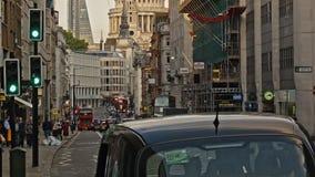 Trafique el time lapse en Londres en la catedral del ` s de San Pablo almacen de metraje de vídeo