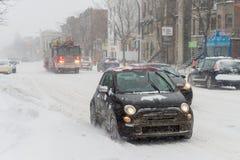 Trafique em Saint Denis Street durante a primeira tempestade da neve do mar Fotografia de Stock