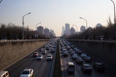 Trafique em uma estrada do Pequim, China Imagens de Stock