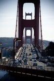 Trafique en el puente de puerta de oro Imagen de archivo libre de regalías