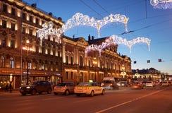 Trafique en la avenida de Nevsky en St Petersburg, Rusia Foto de archivo libre de regalías