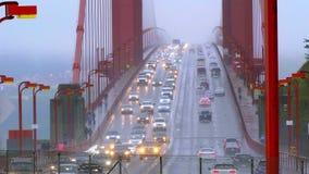 Trafique en puente Golden Gate en San Francisco - SAN FRANCISCO/CALIFORNIA - 18 de abril de 2017 almacen de metraje de vídeo