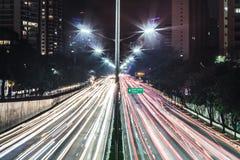 Trafique na avenida 23th maio Avenida 23 de maio em San Paulo Fotografia de Stock
