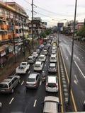 trafique na cidade de Banguecoque no dia rainning fotos de stock royalty free