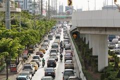 Trafique na estrada, Banguecoque, Tailândia Fotografia de Stock Royalty Free