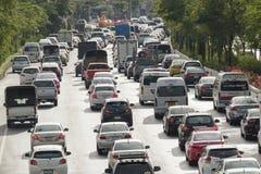 Trafique na estrada, Banguecoque, Tailândia Imagens de Stock
