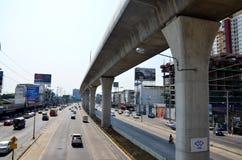 Trafique na estrada e na autoridade maciça do trânsito rápido de Tailândia fotografia de stock royalty free