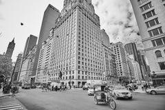 Trafique no Central Park para o sul e na 6a interseção da avenida Imagens de Stock Royalty Free