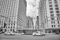 Trafique no Central Park para o sul e na 6a interseção da avenida Imagens de Stock