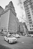 Trafique no Central Park para o sul e na 6a interseção da avenida Imagem de Stock Royalty Free
