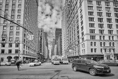 Trafique no Central Park para o sul e na 6a interseção da avenida Foto de Stock