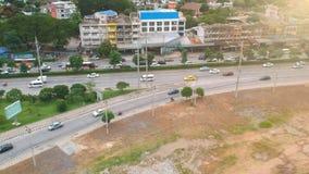 Trafique o carro correu e conduziu à junção na cidade de Banguecoque tailândia video estoque